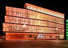 Design teatru Klaster Sztuki w Holandii to obraz budynku ze szkła